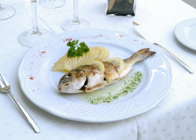 Dorada plancha - Restaurante L'Illa de Rosselló