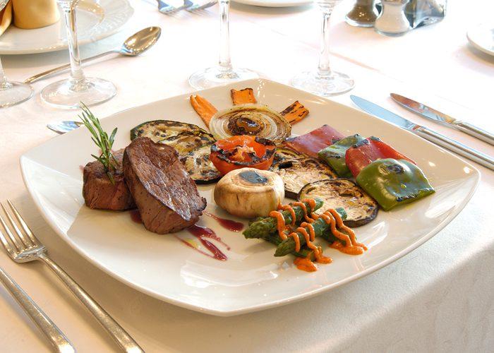 Solomillo con verduras - Restaurante L'Illa de Rosselló
